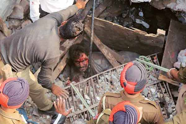 11 killed in Ludhiana factory collapse - Ludhiana News in Hindi