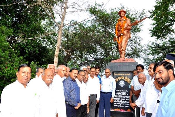 Lions Club paid tribute to The martyr Havaldar Major Piru Singh in Jhunjhunu - jhunjhunu News in Hindi