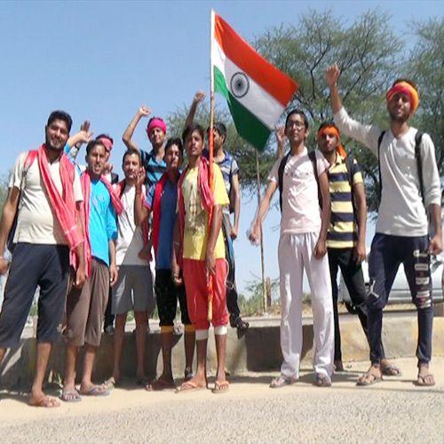 young pilgrims arrived Salasar with tiranga - Churu News in Hindi