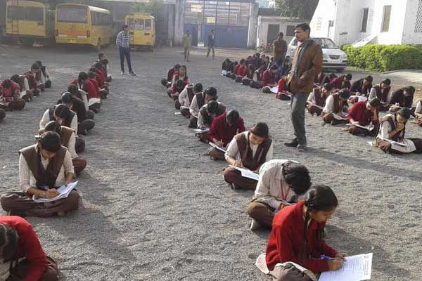 children in the trivia quiz competition - Pratapgarh News in Hindi