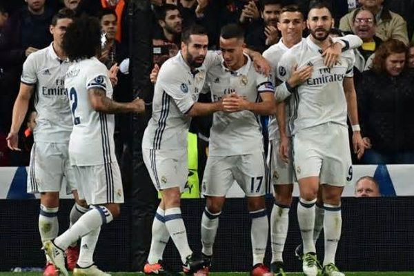 Champions League : Real Madrid football club beat Napoli by 3-1 in pre quarter final - Football News in Hindi
