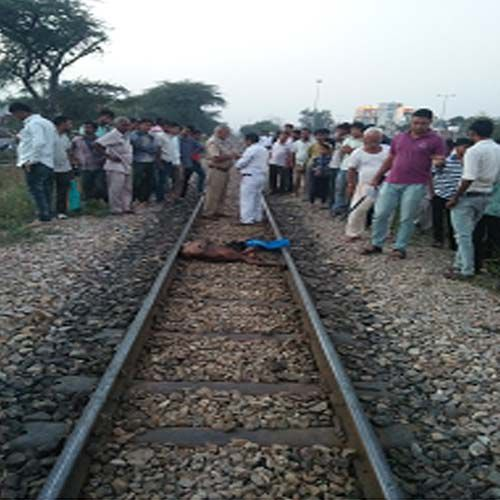 Unidentified man body was found on the tracks - Jaipur News in Hindi