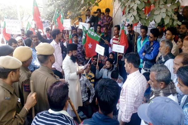 Clashes between protesters and police - Sawai-Madhopur News in Hindi