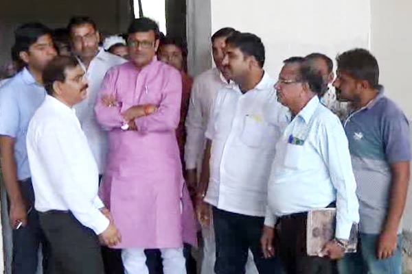 Minister expresses dissatisfaction over slow pace of under construction medical college in churu in Rajasthan - Churu News in Hindi