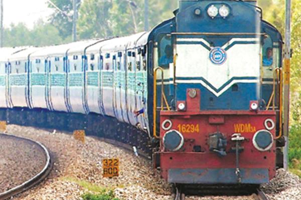 रतलाम से उदयपुर तक मंडल की पहली बॉयोडीजल ट्रेन चली
