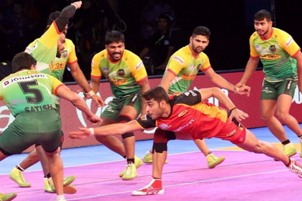 Patna Pirates beat Bengaluru Bulls beat by 46-32 in PKL-5 - Sports News in Hindi