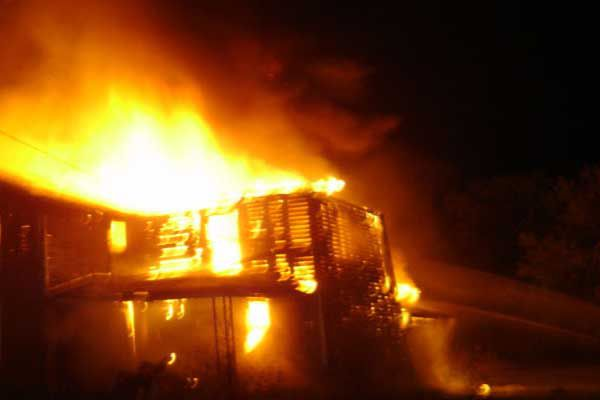 House destroyed by wildfire - Kullu News in Hindi