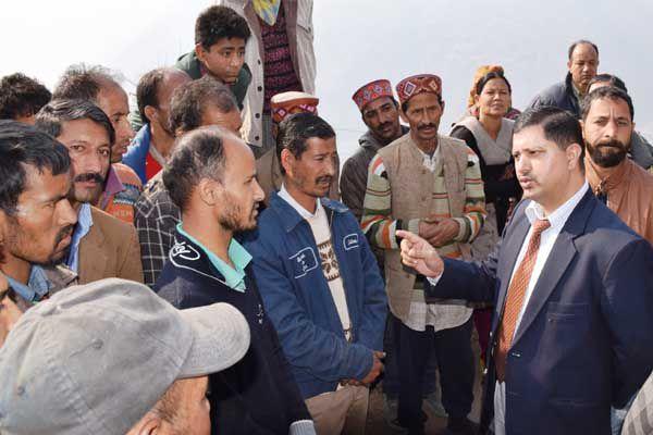 Judicial authorities took stock of fire victims - Kullu News in Hindi