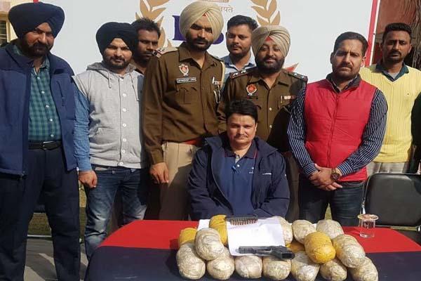 पंजाब पुलिस ने भारत-पाक सीमा से 3 नशा तस्करों को काबू किया