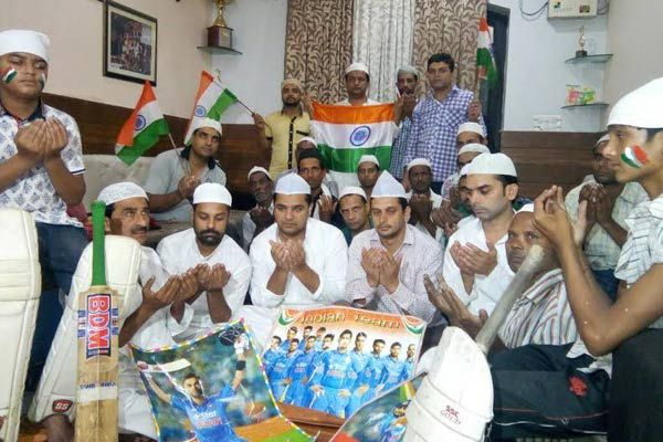 praying for indias victory on Pakistan in champions trophy final match - Muradabad News in Hindi