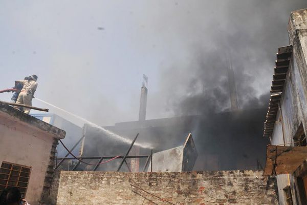A fire broke out in the AC-Fridge warehouse, fire brigade - Jaipur News in Hindi