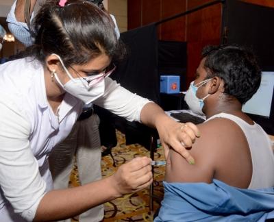 यूपी में एक शख्स को दी गई वैक्सीन की दोहरी खुराक, जांच के आदेश
