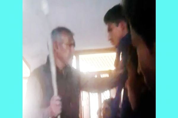 Teacher Brutally beaten to student at Sarvodaya Science Inter College in Amethi - Amethi News in Hindi