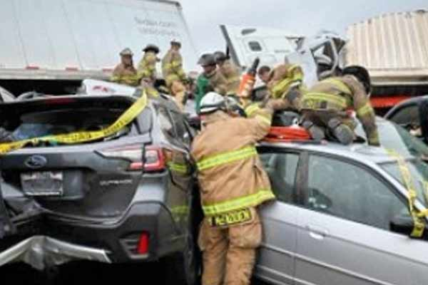 6 vehicles collided in Texas, 6 killed - India News in Hindi