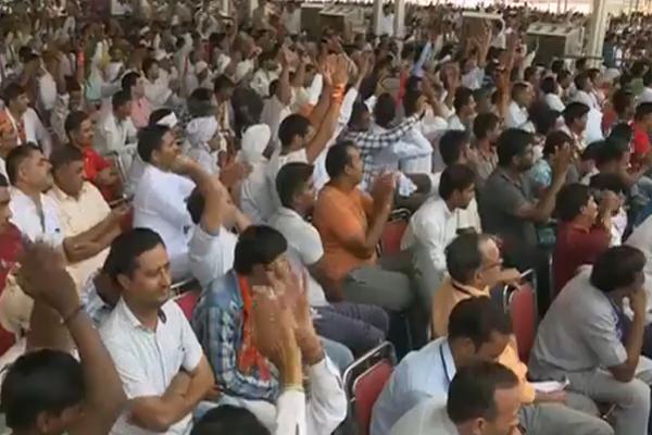 """PM मोदी बोले, दंगों में सैकड़ों सिख मारे गए, कांग्रेस कह रही है कि """"हुआ तो  हुआ"""""""