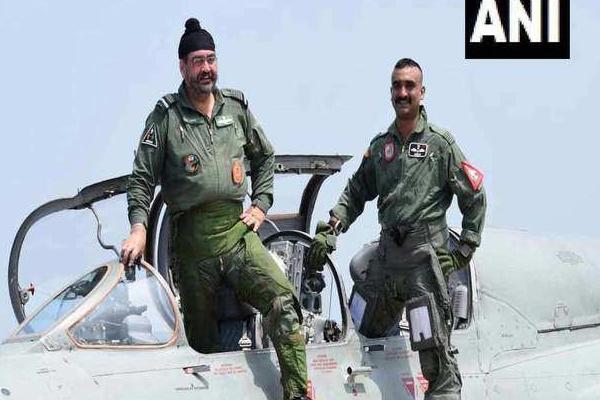 Abhinandan Varthaman:नए जोश में दिखे अभिनंदन, एयरफोर्स चीफ के साथ उड़ाया मिग-21