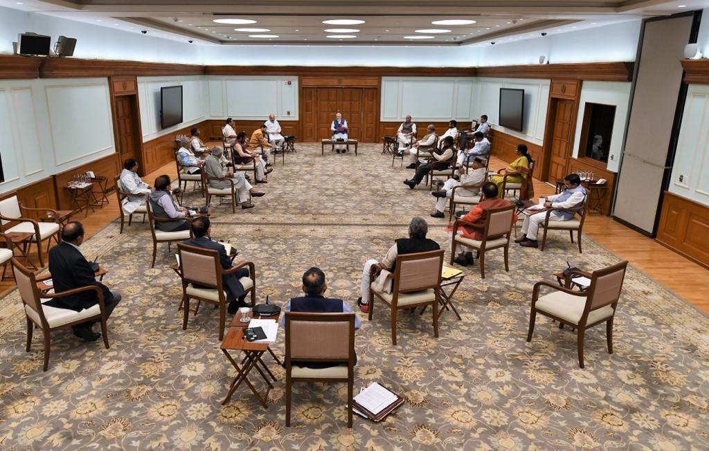 PM Narendra Modi follows social distancing norms during cabinet meet - Delhi News in Hindi