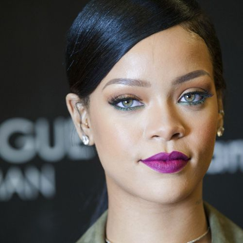 With Instagram post, singer Rihanna throws shade at her famous exes - Hollywood News in Hindi
