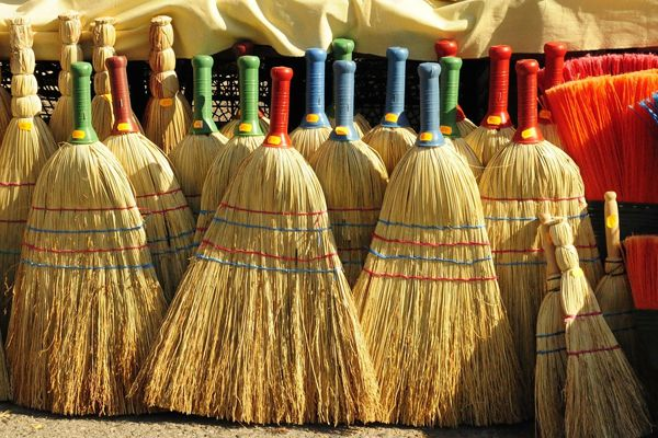 Astro tips of broom to become rich - Vastu Tips in Hindi