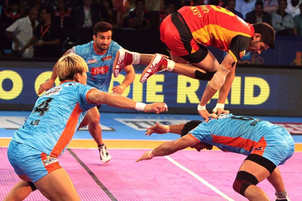Pro Kabaddi League : Bengal Warriors takes revenge from Benaluru Bulls - Sports News in Hindi