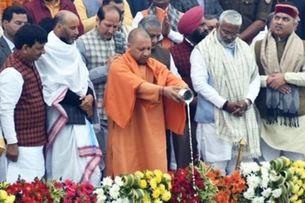 जो लोग गंगा को अपनी मां मानते हैं, तो अपना फर्ज भी निभाएं : सीएम योगी