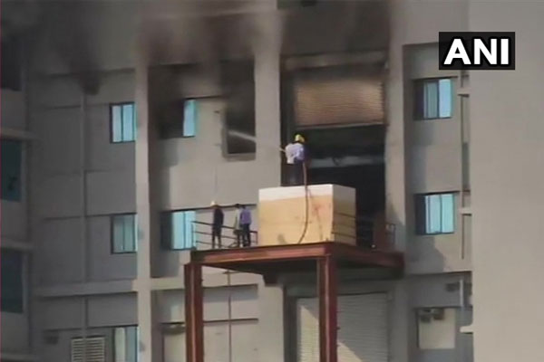 Fire in Pune Ceram Serum Institute building, 8 fire engines were extinguished - Pune News in Hindi