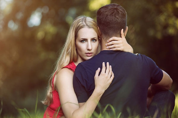 If your partner is also cheating on you in love, be careful with these 5 signs. - Relationship