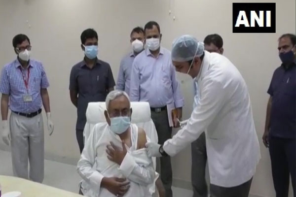 Bihar: Nitish Kumar took second dose of Corona vaccine, Tarkishore also got vaccine - Patna News in Hindi