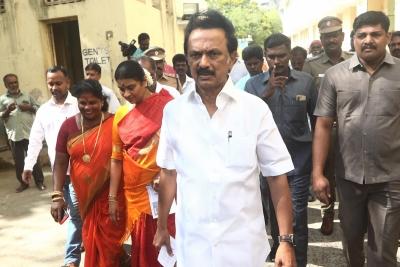 Cyclone Talks: Tamil Nadu Chief Minister reviews preparations with officials - Delhi News in Hindi