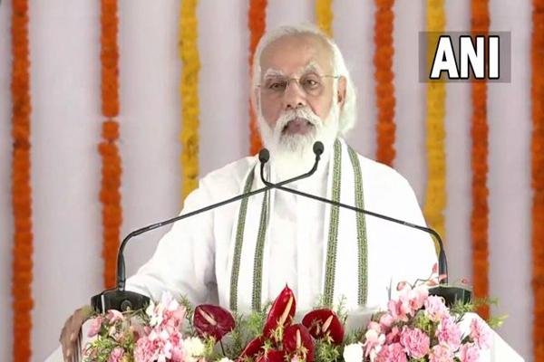 राष्ट्र के नायक और नायिकाओं से देश की कई पीढ़ियों को वंचित रखा गया : प्रधानमंत्री नरेंद्र मोदी