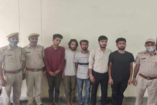Firing extortion by firing at guest house in Jaipur, 3 countrymen kattas and 61 cartridges recovered from 5 miscreants - Jaipur News in Hindi