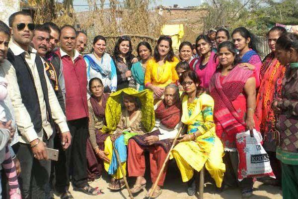 Punjabi society distributed warm clothes - Baran News in Hindi