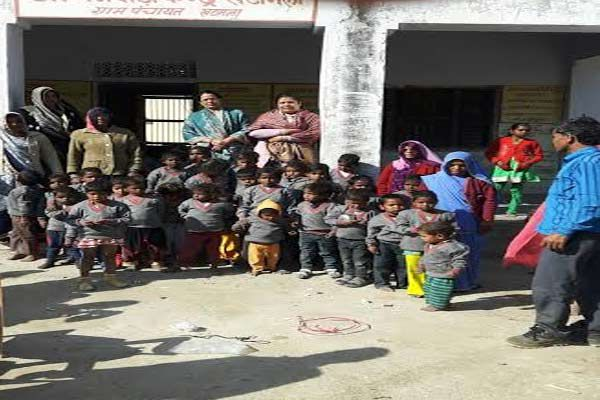children were found in the courtyard of the wadi center of warm clothing - Rajsamand News in Hindi