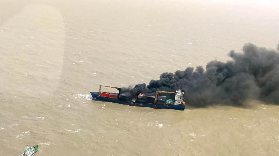 Kolkata: Fire in the Navy ship was destroyed - Kolkata News in Hindi