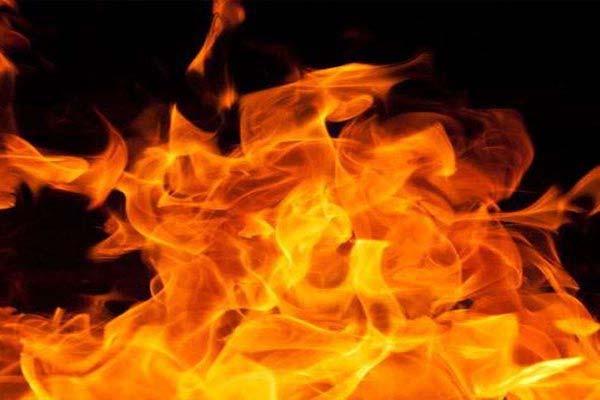 shahjahanpur news : Teacher set fire to house of students in shahjahanpur, shot himself dead - Shahjahanpur News in Hindi