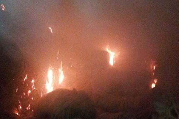 A raging fire in cold storage due to cylinder - Agra News in Hindi