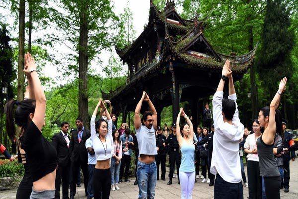 Aamir khan on Chhangatu Journey in china - World News in Hindi