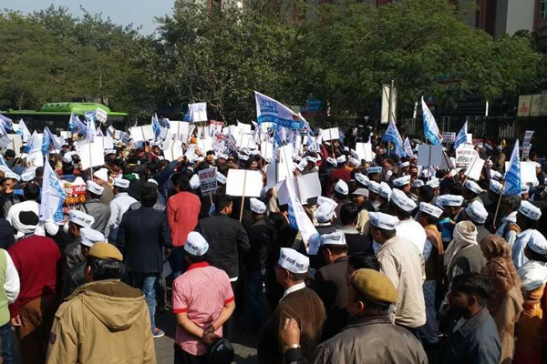 Delhi sealing drive: AAP holds protest - Delhi News in Hindi