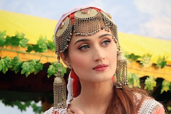 Aarushi Nishank music video was shot in Kashmir - Bollywood News in Hindi