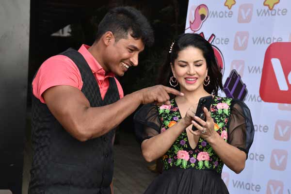 Sunny Leone chooses Abdullah Pathan- the strongest man on VMate as her Mr V - Bollywood News in Hindi