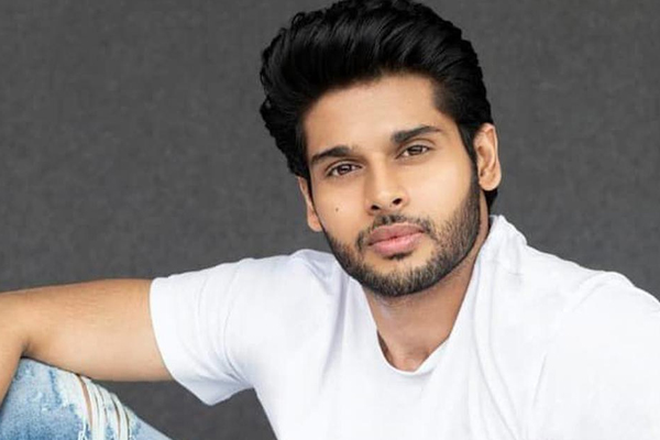 Abhimanyu Dassani raises the bar with new workout video - Bollywood News in Hindi