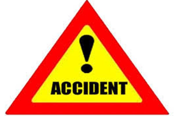 ट्रक की टक्कर से कार चालक की मौत, सेलटैक्स के डिप्टी कमिश्नर सहित 4 घायल