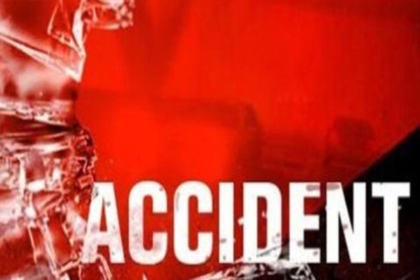 उत्तर प्रदेश: अनियंत्रित बस पलटी, 2 की मौत, दर्जनभर जख्मी