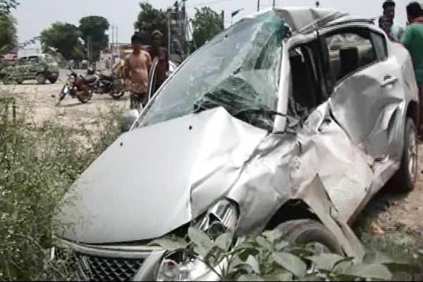 कार और रोडवेज बस की टक्कर में उद्योगपति की मौत