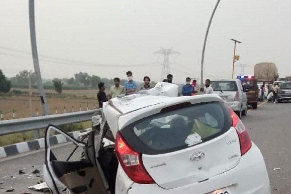 मथुरा में आगरा एक्सप्रेसवे पर भीषण हादसा, ट्रक से टकराई कार, 5 लोगों की दर्दनाक मौत