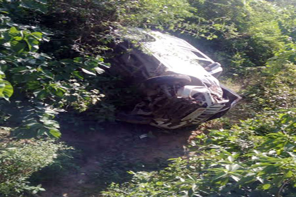 sultanpur news : scorpio car accident on lucknow ballia national highway, 10 people injured - Sultanpur News in Hindi