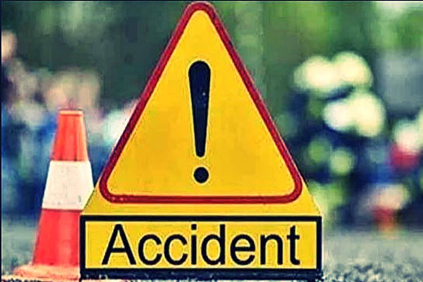 Truck collides with tax department official, four people injured - Mathura News in Hindi