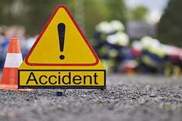 Car rammed into truck behind Agra Expressway, 3 dead - Kannauj News in Hindi