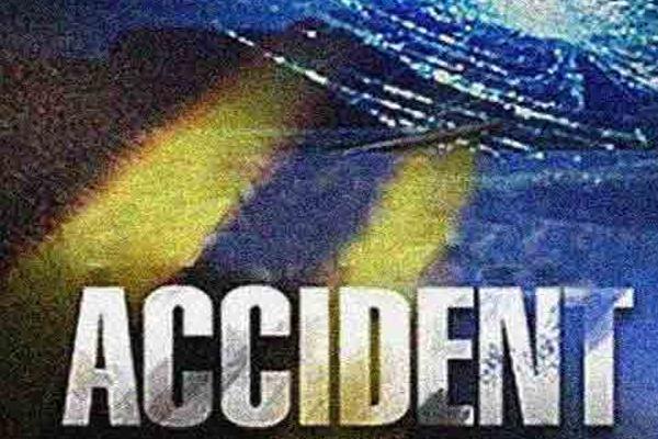 UP : खड़े ट्रक से कार भिड़ी, भाई-बहन की मौत, 2 बच्चियां भर्ती