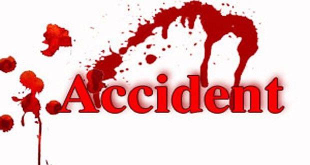 वाहन की टक्कर से टेम्पो पलटा, 2 की मौत
